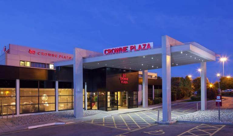 Crowne Plaza Manchester Airport Exterior