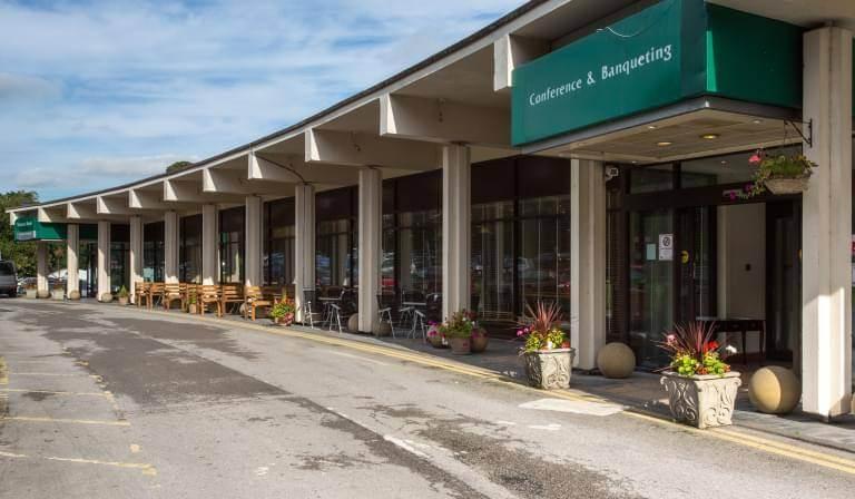 Leeds bradford airport parking hotels and more britannia leeds bradford exterior m4hsunfo