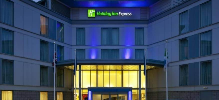 Holiday Inn Express Stansted Exterior