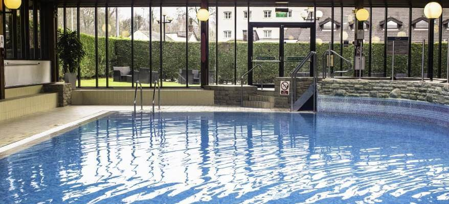 Airport inn hotel manchester airport with cheap parking for Manchester airport hotels with swimming pool
