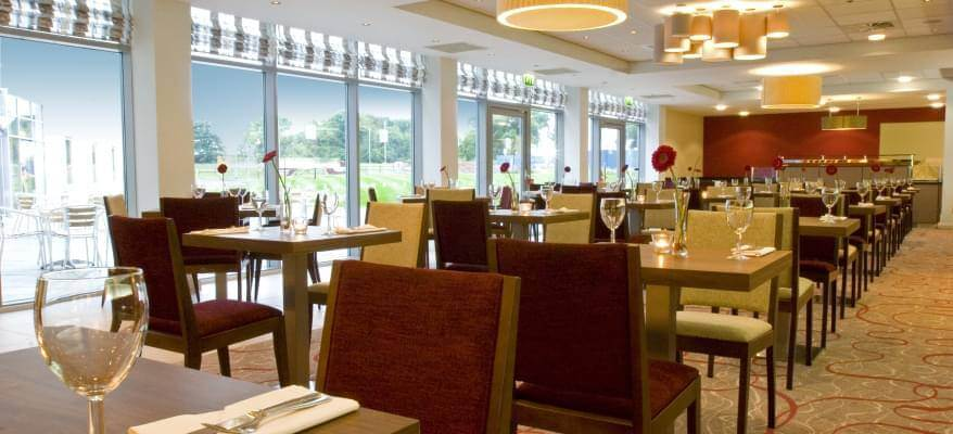 Hilton Garden Inn Luton Airport Restaurant Seating