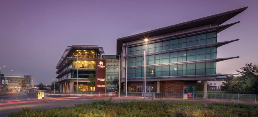 Doubletree By Hilton Newcastle Airport Exterior Dusk