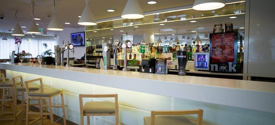 Hampton By Hilton Gatwick Airport Bar