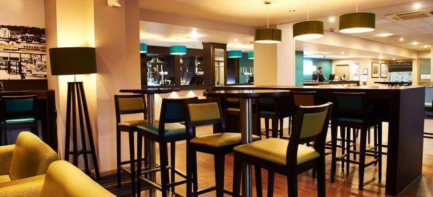 Holiday Inn Express Manchester Bar