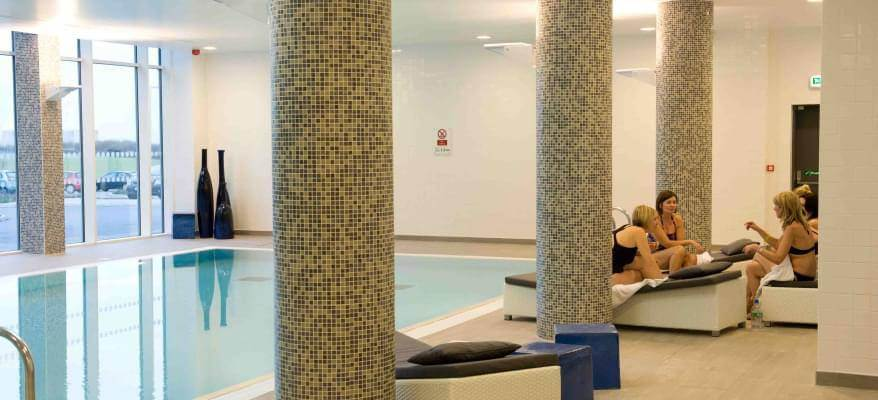 Radisson Blu East Midlands Airport Pool
