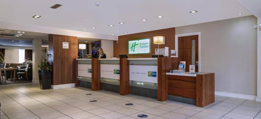 Holiday Inn Express Gatwick Crawley Reception