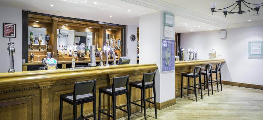 Holiday Inn Glasgow International Airport Bar 2