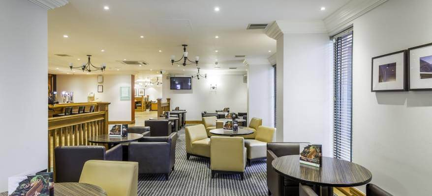 Holiday Inn Glasgow International Airport Bar 1