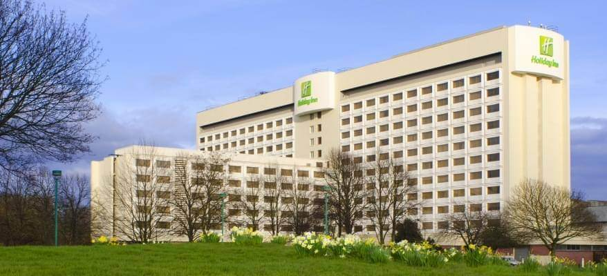Holiday Inn M4J4 Heathrow Airport Exterior