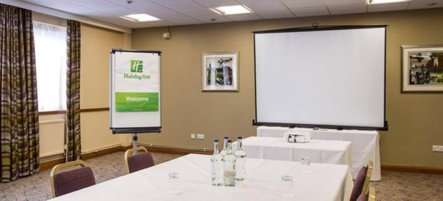 Holiday Inn Luton South M1 J9 Business Room