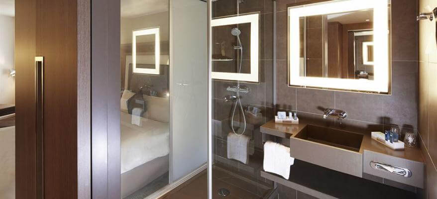 Novotel London Heathrow Airport T1, T2 & T3 Bathroom 3