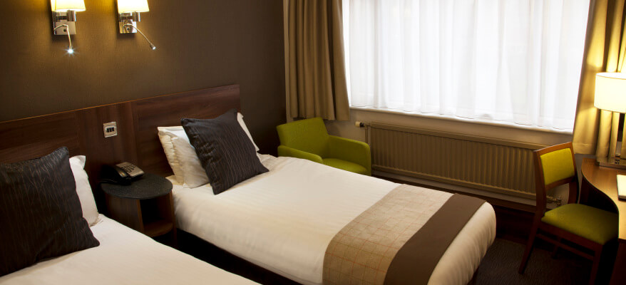 Best Western Cresta Court Hotel Manchester Airport Twin Room 0918