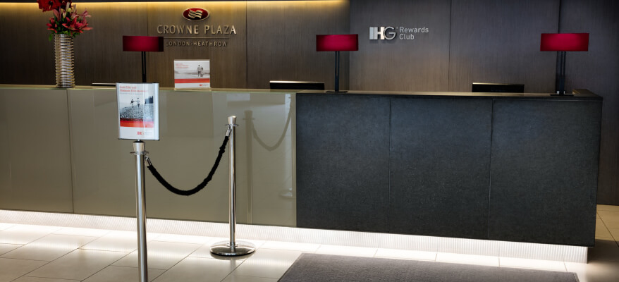 Crowne Plaza Hotel Heathrow Airport CP London Heathrow IHG Desk2 Low Res