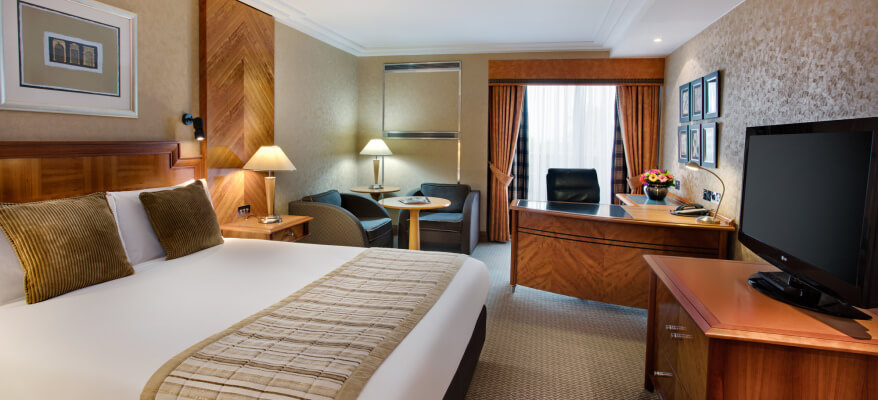Crowne Plaza Hotel Heathrow Airport CP London Heathrow Club Room Low Res
