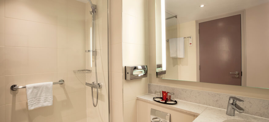 Leonardo Hotel Heathrow Airport Standard Bathroom Sm 1