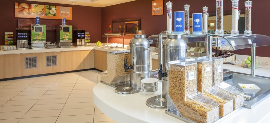 Holiday Inn Express Stansted Airport HI EXP STN Food Area