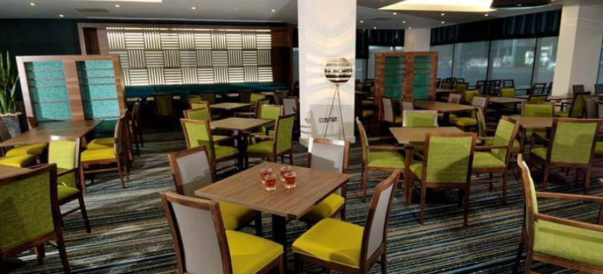 Holiday Inn Express Heathrow Restaurant