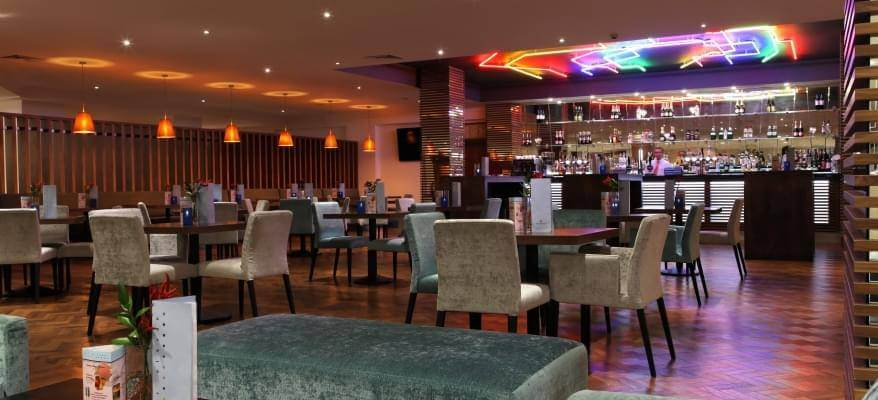 Renaissance Hotel Heathrow Bar
