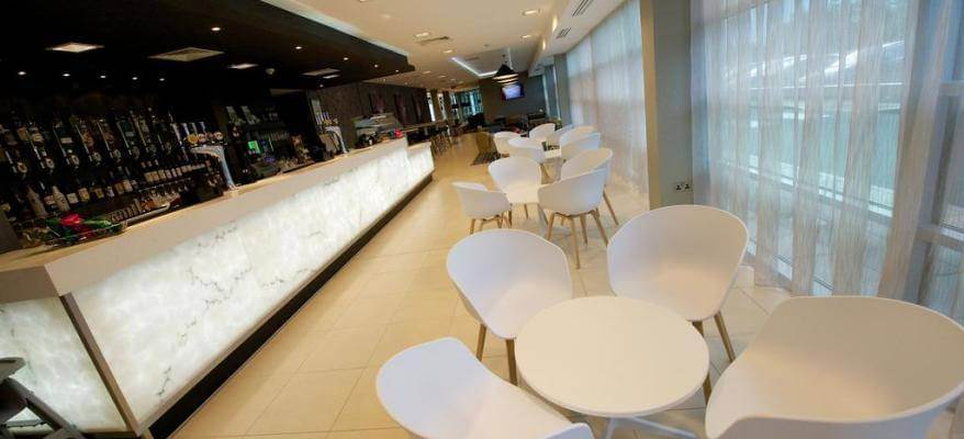 Holiday Inn Southend Airport Bar(1)