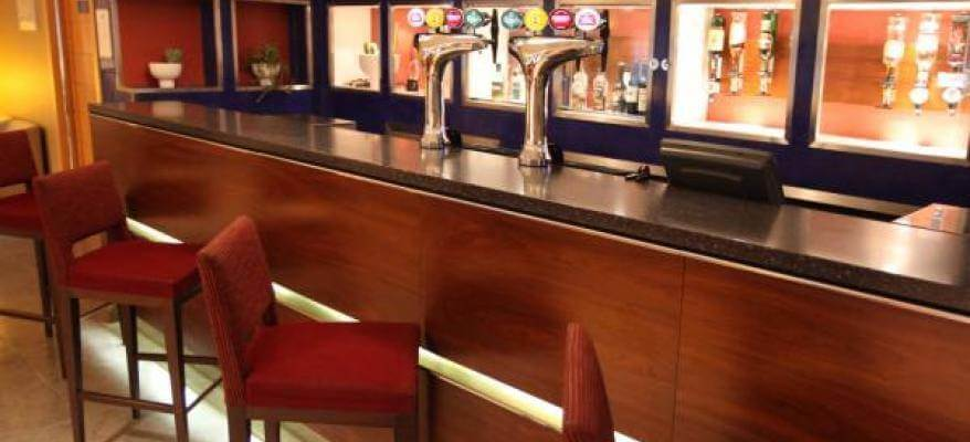 Holiday Inn Express Southampton Port Bar 2
