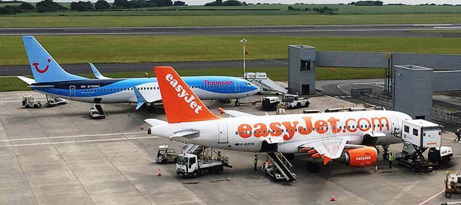 Liverpool John Lennon Airport Liverpool Airport Planes Thomson EasyJet