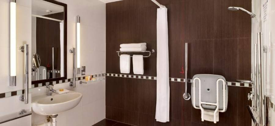 Crowne Plaza London Gatwick Disabled Ensuite