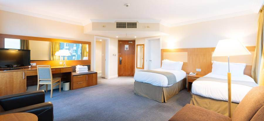 Sofitel London Gatwick Hotel Dinner Package Corner Family 2(1)