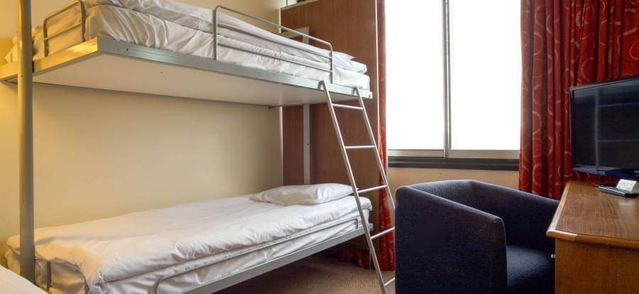 Airport Inn Gatwick Airport FM 3 Bunks 1